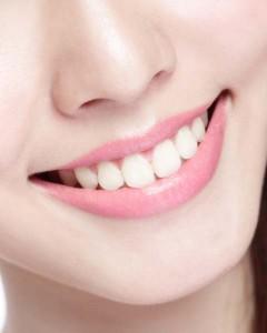 A fluor gátolja a fogak állapotromlását
